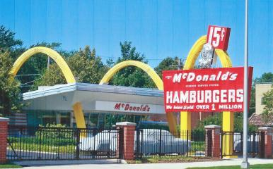 FIRST GOLDEN ARCHES DES PLAINES, ILL.